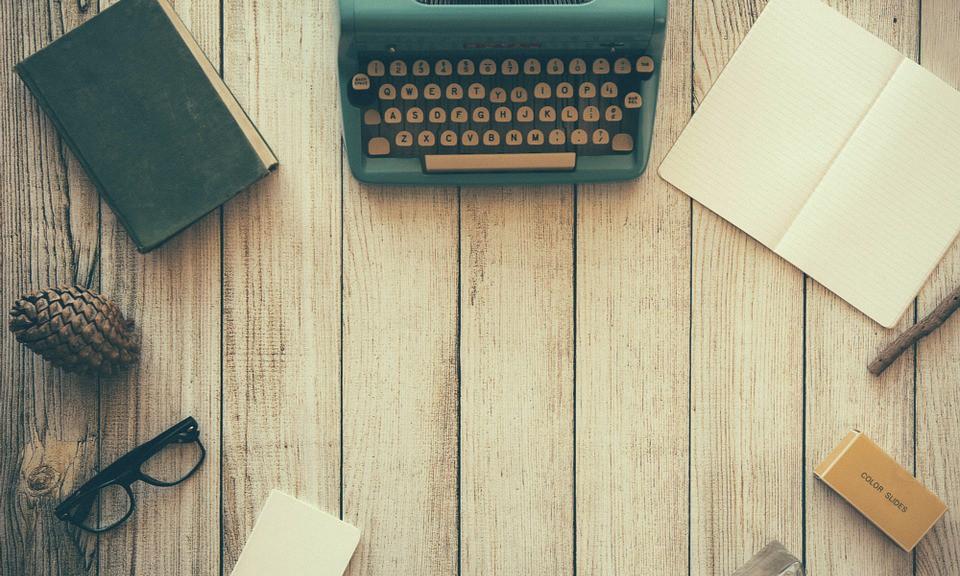 typewriter-801921_960_720[1]